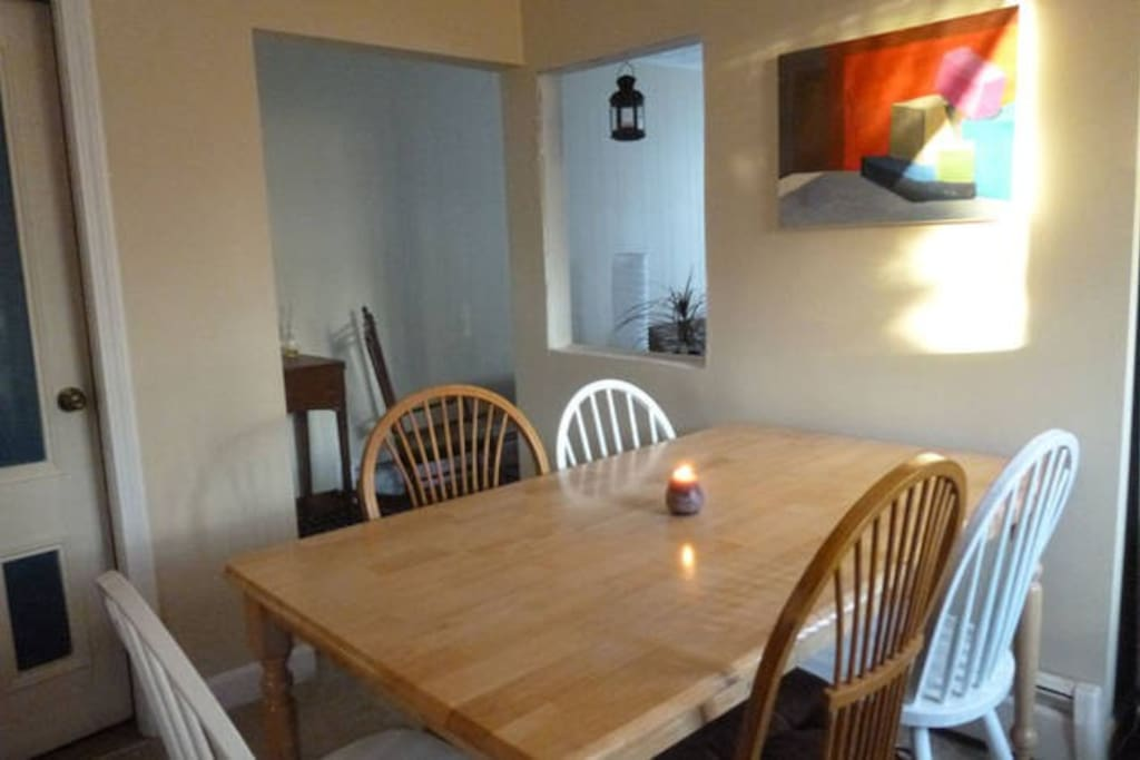 Kitchen table and chairs with room for 6