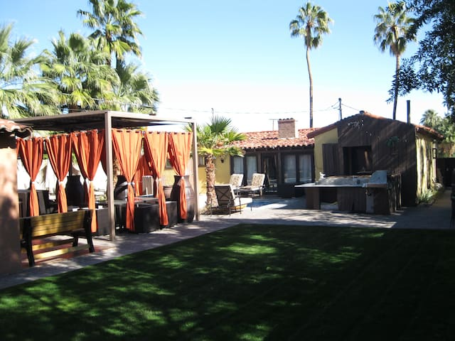 Private Studio walking to Downtown Palm Springs