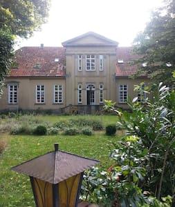 klassizististische Villa ökolog. saniert. - Wildeshausen - Villa