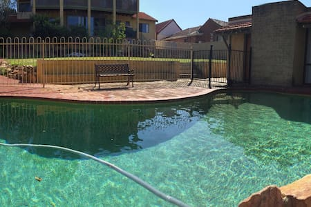 Double bedroom with pool Perth Area - Rumah