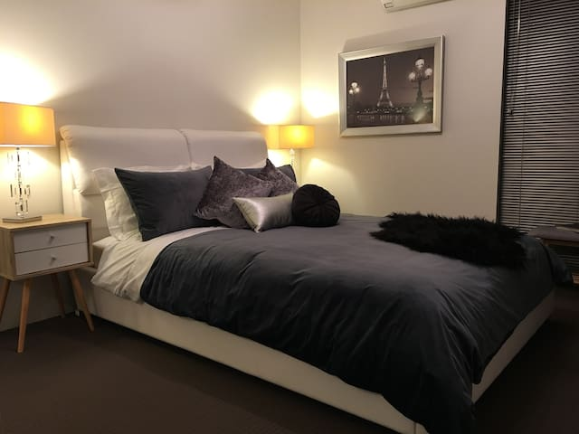 Cosy 2bed Central to CBD Highgate Parking Netflix
