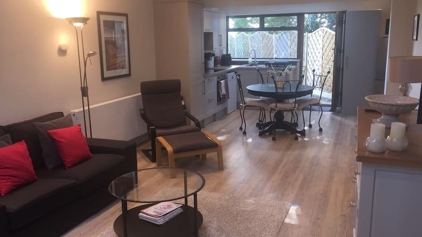Modern comfortable and private space - Birdham - Guest suite
