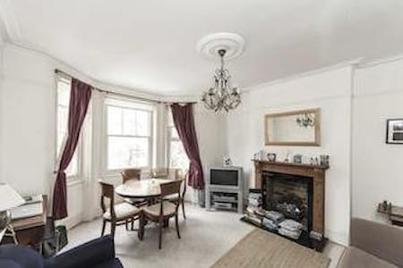 Lovely room in Mansion flat in gorgeous Fulham - London - Apartment