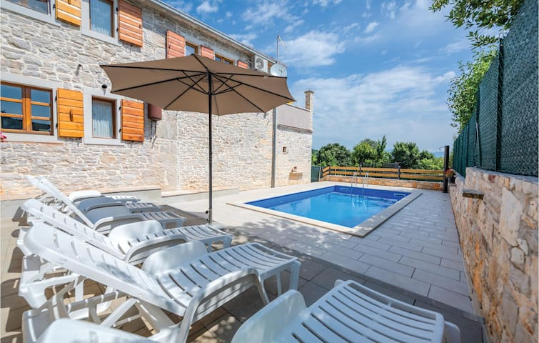 Holiday cottage with 2 bedrooms on 75m² in Medancici
