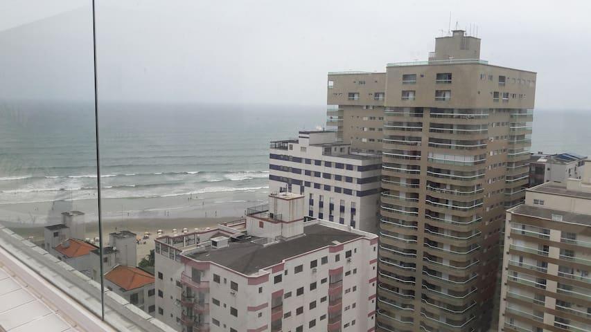 Apto a 50mts  da praia com ar condicionado