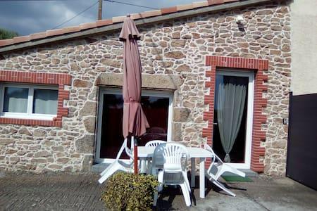 Petite maison en campagne proche du Puy du Fou