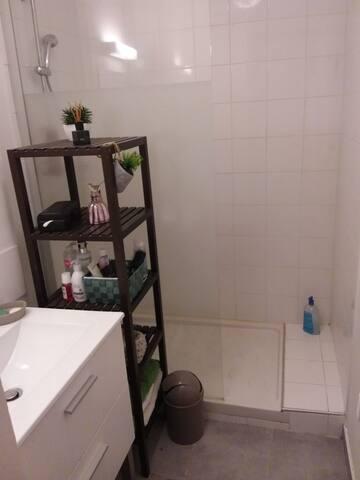 Salle d eau avec douche à l italienne