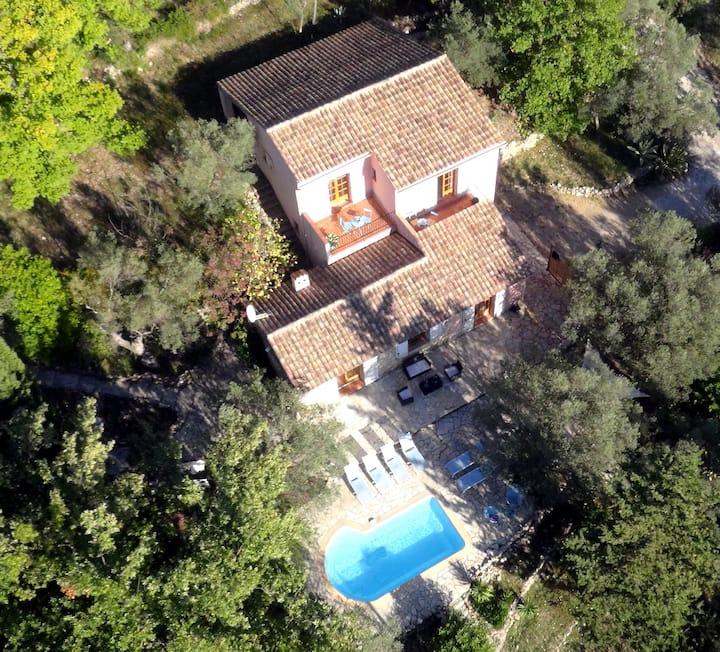 Stone bastide, private pool, quiet, panoramic vue!