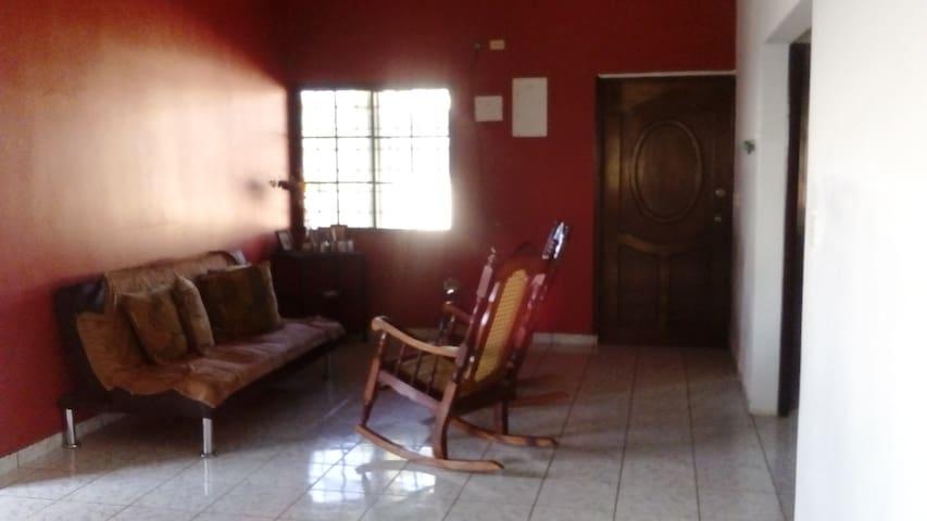 Habitación privada dentro de casa habitada
