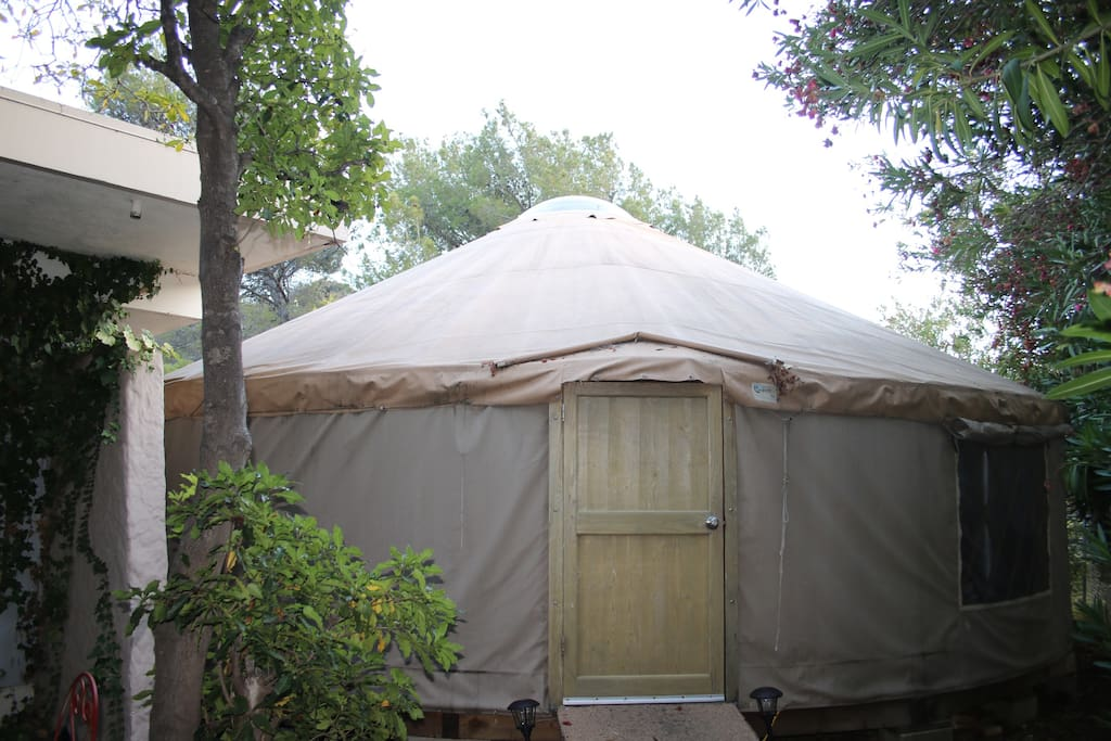 Beautiful bright Pacific Yurt  -- largest model -- over 700 square foot with multiple large screened windows.  Hardwood floors throughout, brand new air conditioning and space galore will meet the needs of any couple or family.  Sleep under the clear dome, staring at the stars! Easy access to mountain trails and Malibu beaches.