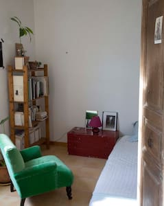 Sunny little flat in the city center - Arles