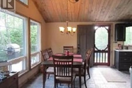 Room type: Entire home/apt Property type: Cabin Accommodates: 6 Bedrooms: 3 Bathrooms: 1