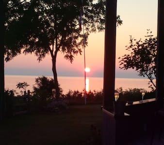 Beautiful Lake Huron Sun Sets - Maison