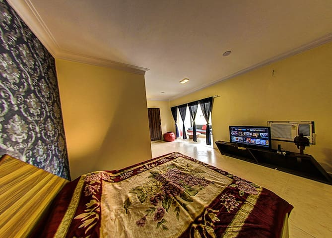 entire penthouse apartment in delhi- AC - New Delhi