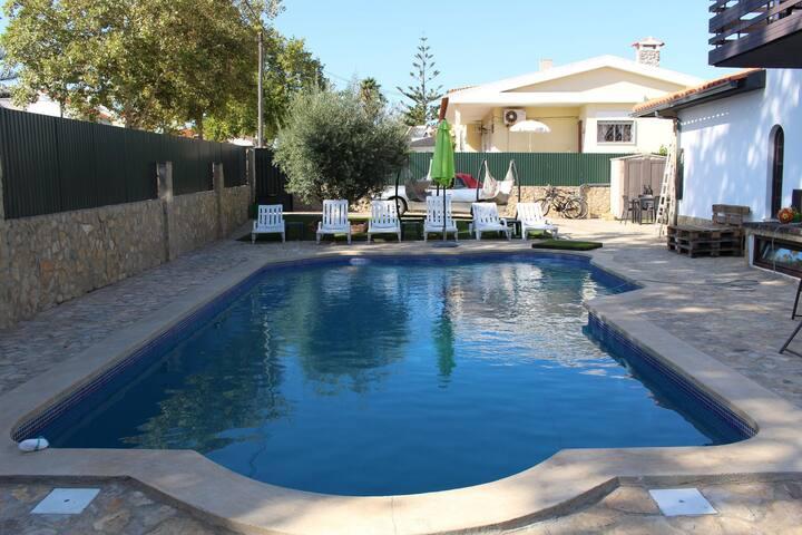 Villa avec piscine chauffée et espaces extéT4 +4