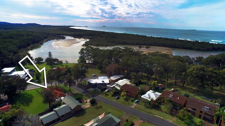 A Moonee Beach Escape