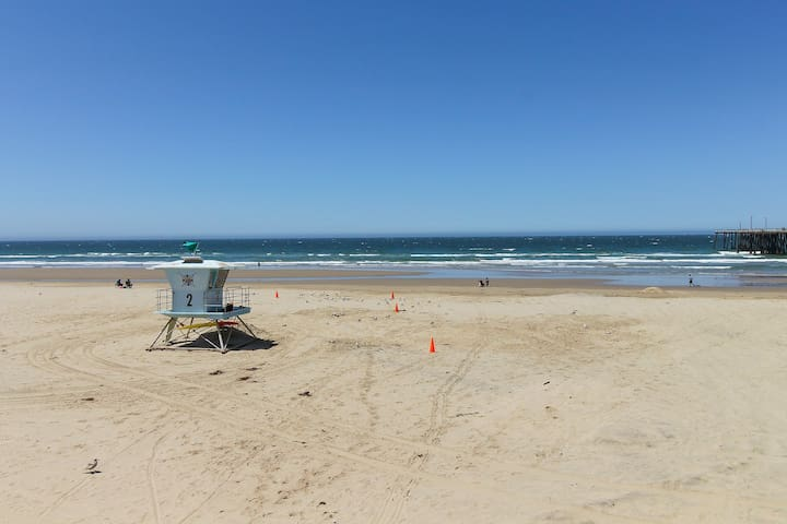Fun beach retreat with free WiFi and a location close to the beach!