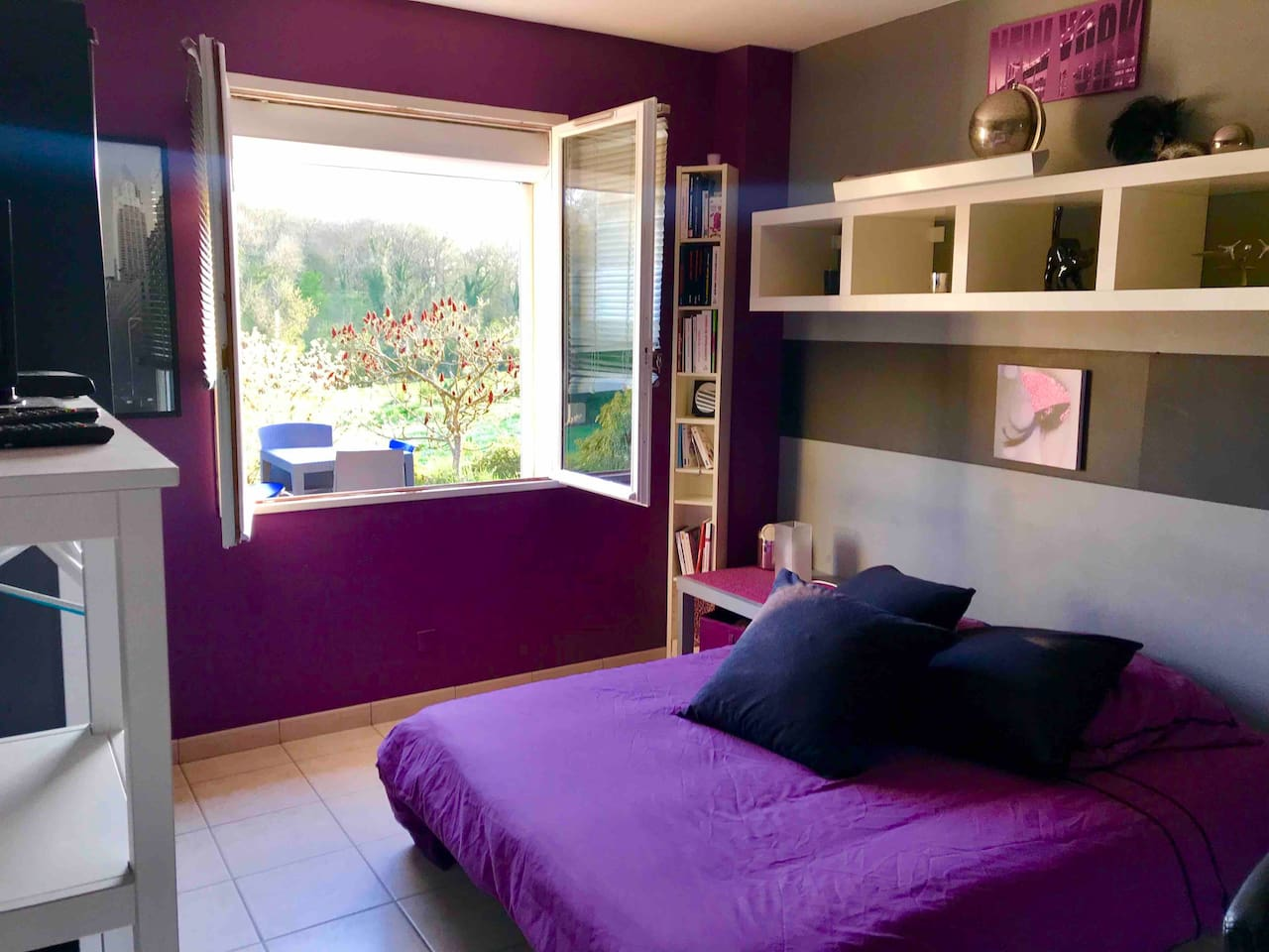Chambre avec vrai lit 2 personnes  140x190 cm