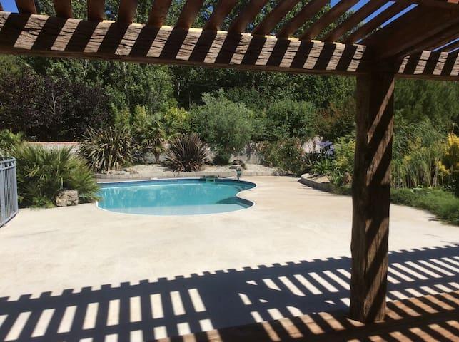 Gîte en pierre avec piscine - Marans