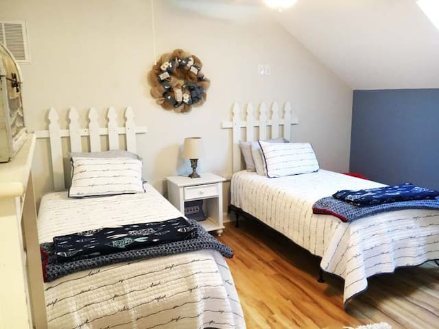 Twin Bedroom with Private Barhroom