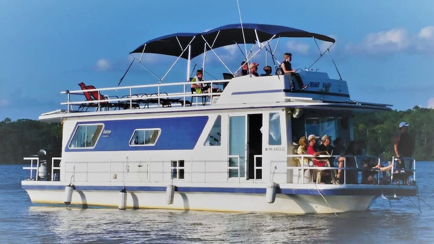 """Houseboat - """"Miss Guided"""" on the Mississippi"""