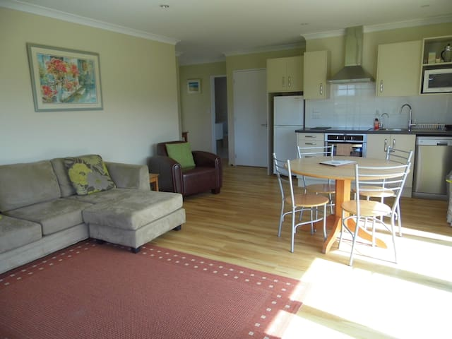 Peaceful and modern Lamorna Apartment