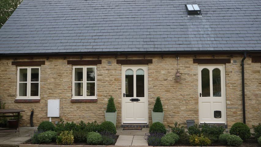 Hall Piece Annexe