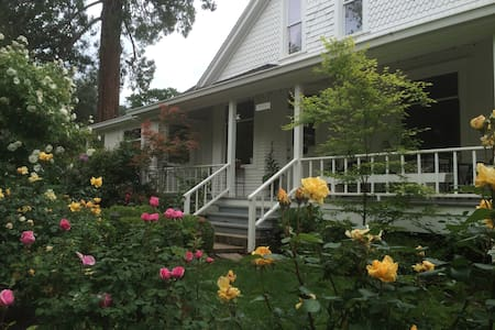 Historic Queen Anne Victorian Home - Tuolumne