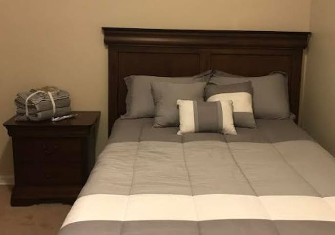 Cozy  1 BR  Apt by CWRU,  Clev Clinic , UH, CIM...