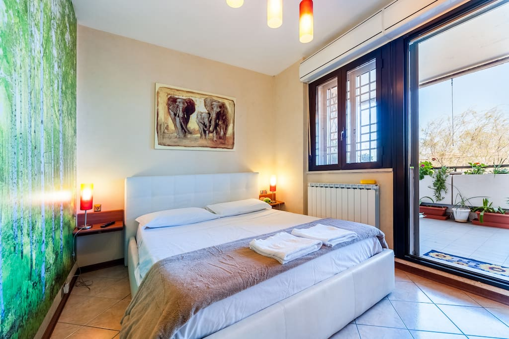 Double bedroom with terrace Ostia apartment for rent