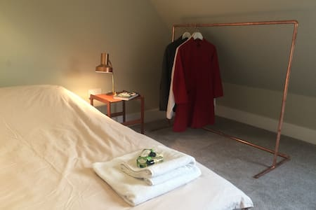Beautiful quiet room. Easy train/tube to London. - Potters Bar - Apartamento
