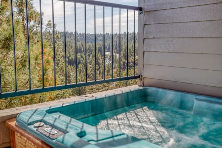 River Ridge 617A - Enjoy Soaring Deschutes River Views from this Beautifully Appointed Two-Bedroom Mt. Bachelor Village Resort Condo!