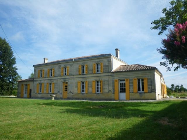 Maison de Maître near Bordeaux - Saint-Savin - Rumah