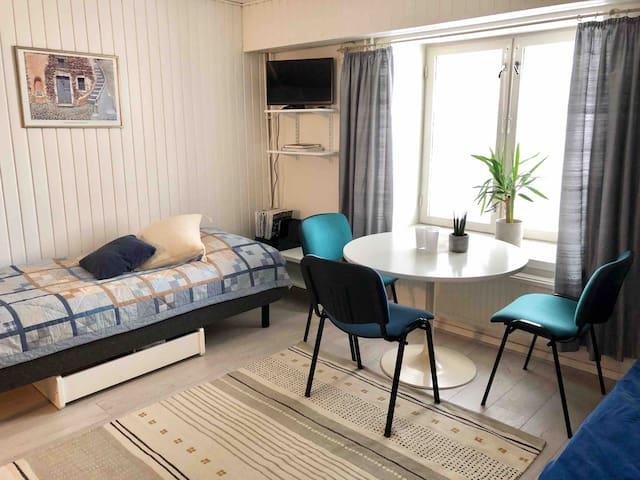 Pieni huoneisto Hämeenlinnan ydinkeskustassa