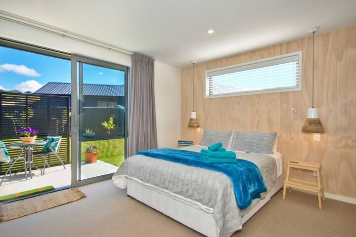 Peaceful private suite, separate entrance