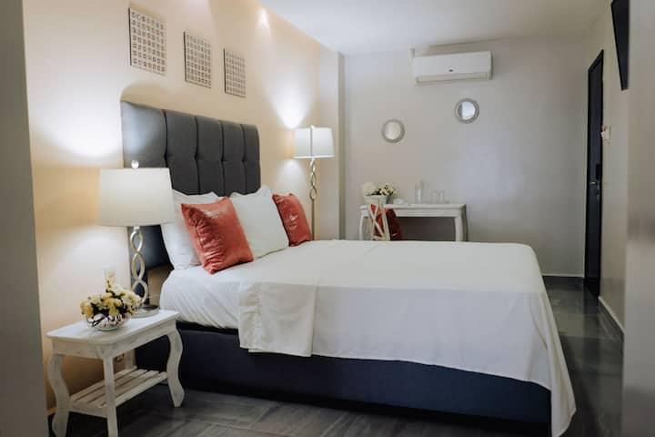 Bonito Estudio con cama Queen en el Hotel Venedik