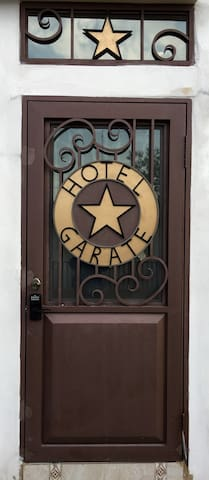 HOTEL GARATE / CUKITA ROOM FULL BED