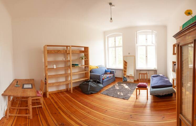 Light and Spacious Room in Friendly flat