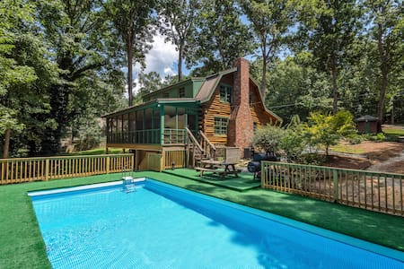 4 Bdrm  Log Cabin W/Pool, Hot Tub & Theatre room