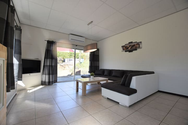 Luxury holiday home in the south of Limburg province, with Jacuzzi, sauna and large garden