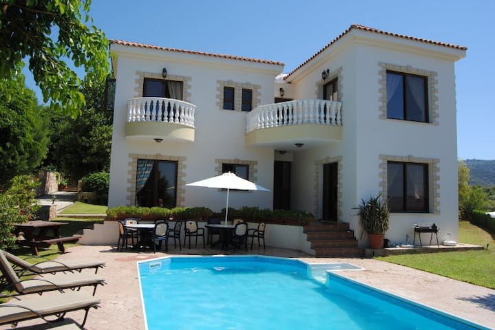 Luxury Villa in Argaka with private pool - Argaka - Villa