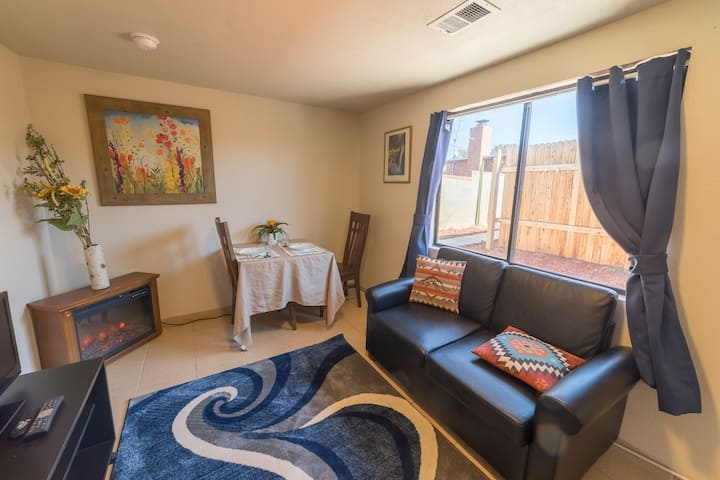 Casita in the heart of UpTown- near I-40