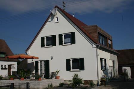 4-Sterne-Ferienwohnung Vogelhäusle OG - Kötz