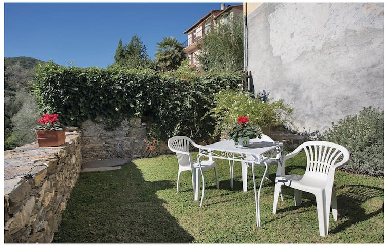Holiday cottage with 1 bedroom on 38 m² in Casanova Lerrone -SV-