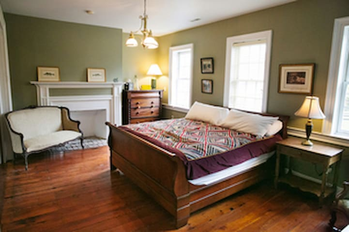 Light Horse Inn: Suite 1