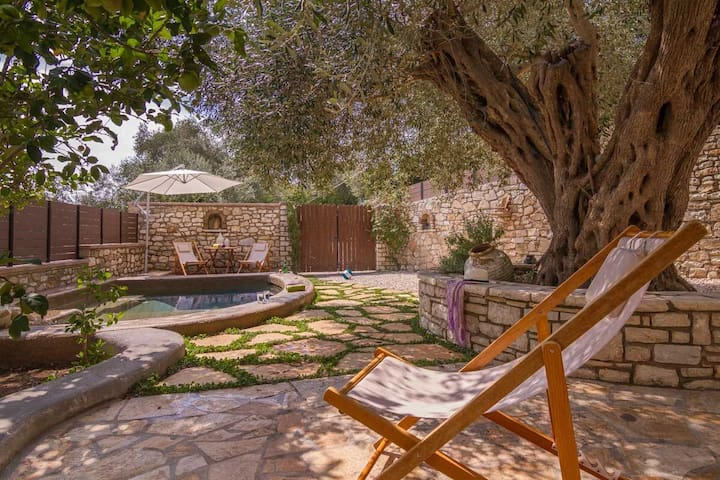 Comfy house - 2 minute walk from Gaios waterfront