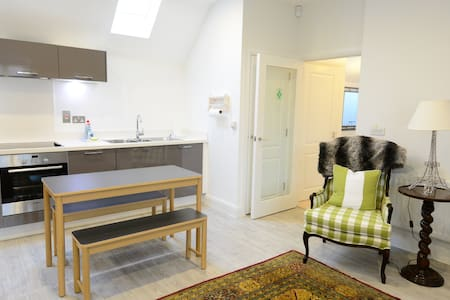 Town Centre Contemporary Apartment - Woodstock