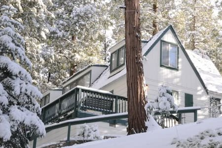 Romantic Storybook Cabin~Jacuzzi!! - Lake Arrowhead