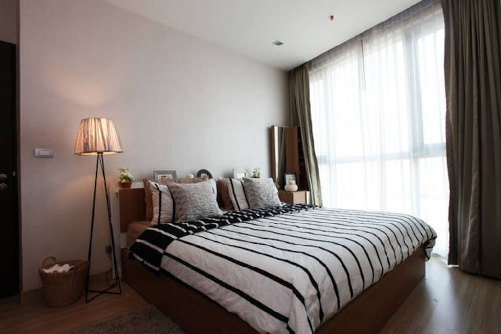 Master bedroom with king size bed, vanity and day bed/