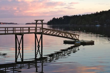 Waters Edge Cottage with Dock - Boothbay Harbor - Hus